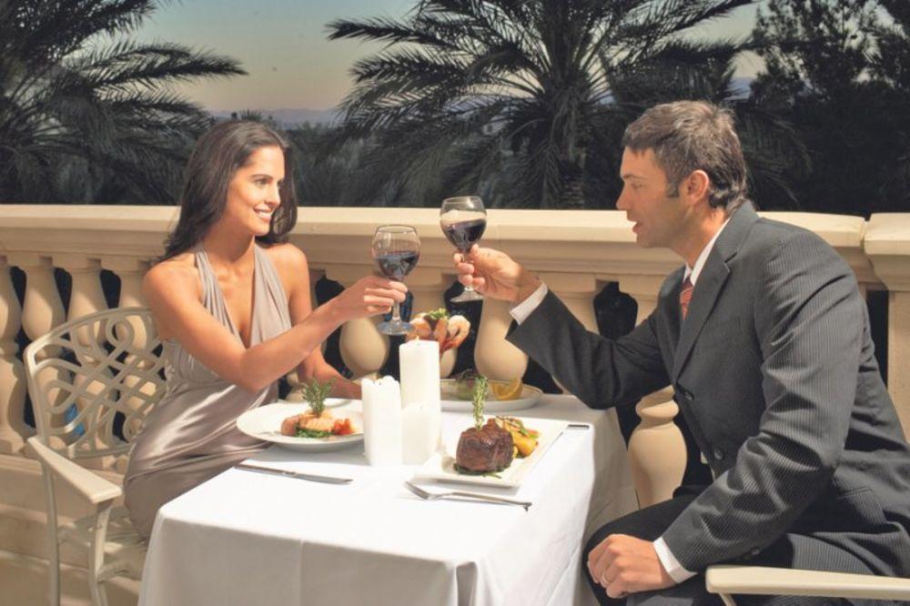 Preporučite  nam film Romantika-je-aut-1328585176-105572