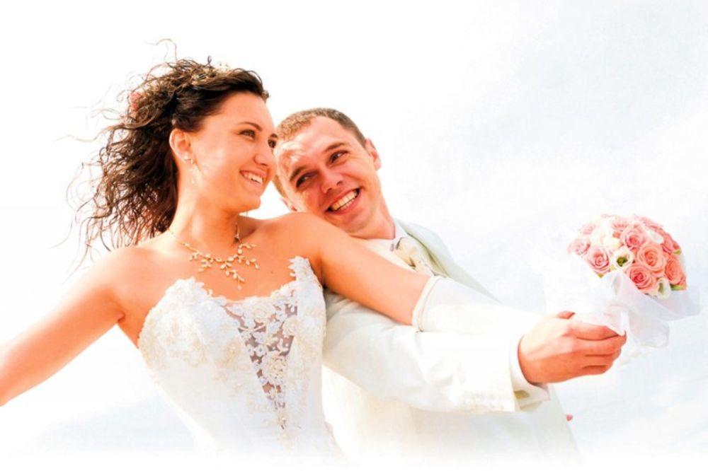 PAROVI OTKRIVAJU: Šta se zaista desilo prve bračne noći