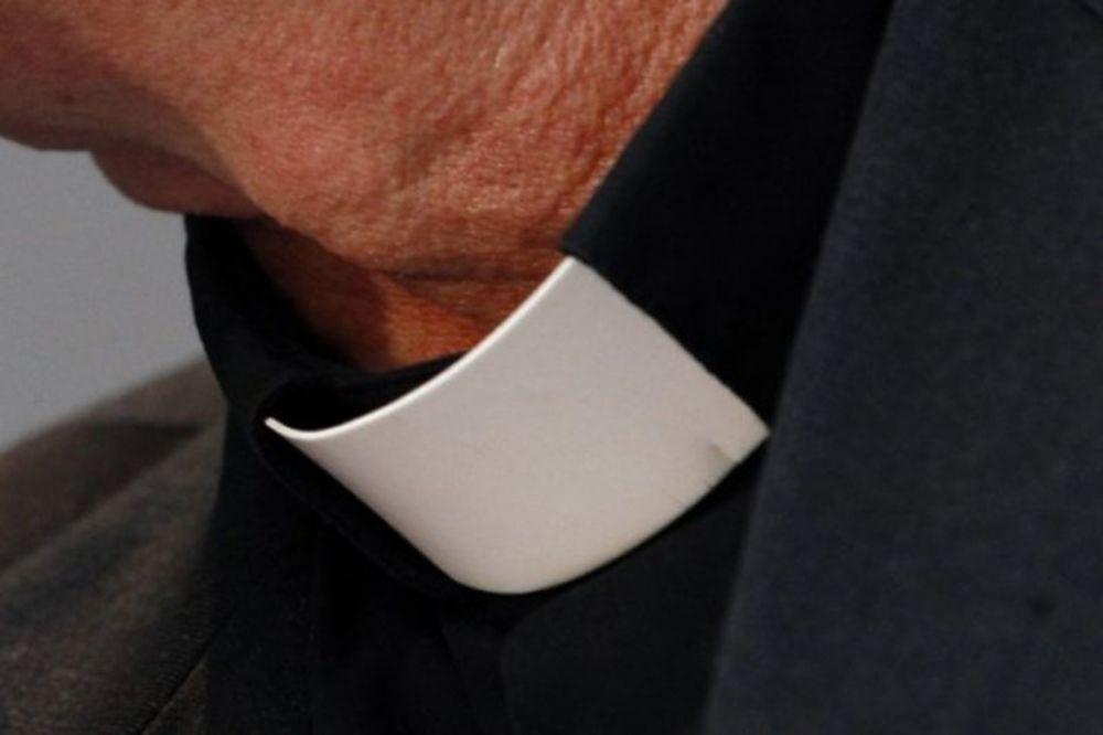 UNAKAZILA GA EKSPLOZIJA: Sveštenik zbog izgleda ubio se!
