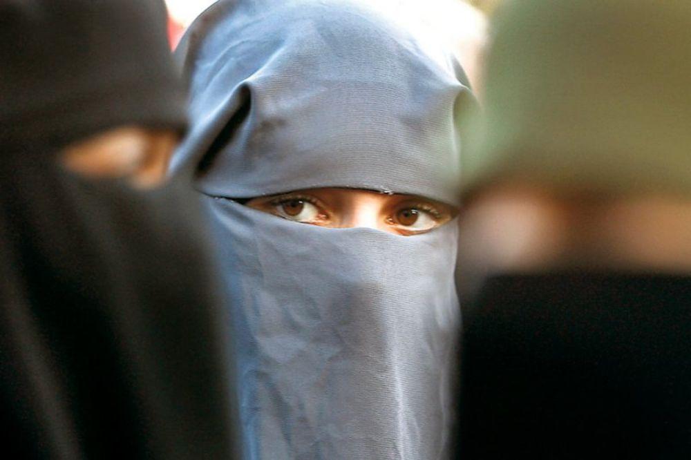 NI MAKAC: Žene sa lepim očima moraće da nose veo preko cele glave