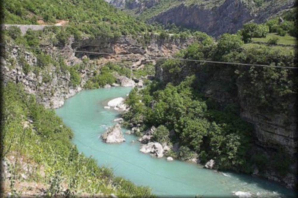 VRAĆAO SE IZ OSTROGA: Obrenovčanin se iz čista mira survao u kanjon Morače