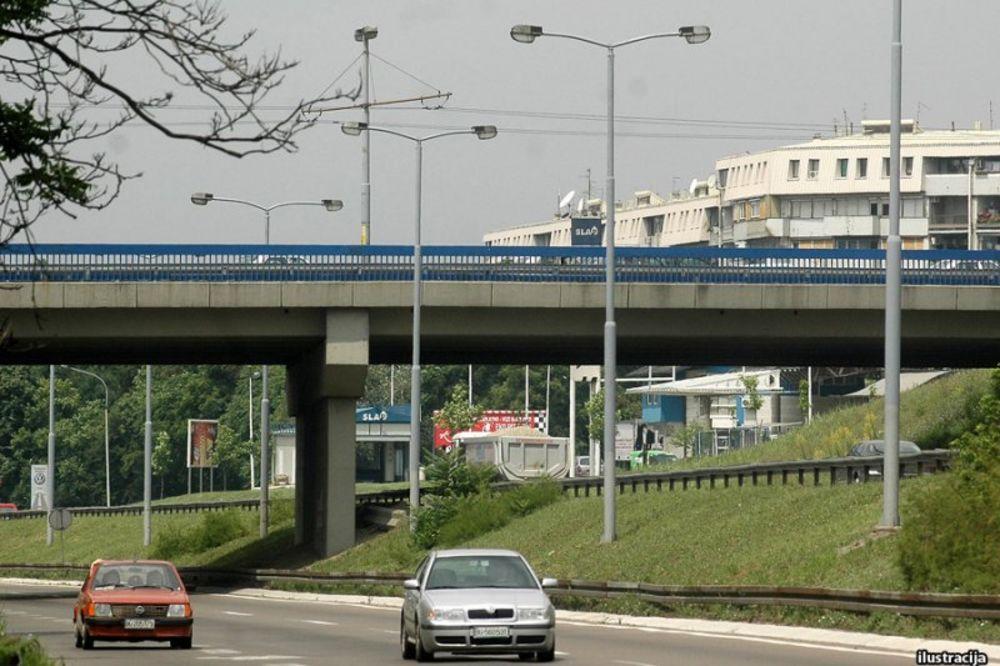 Pešak teško povređen kod Plavog mosta u Beogradu
