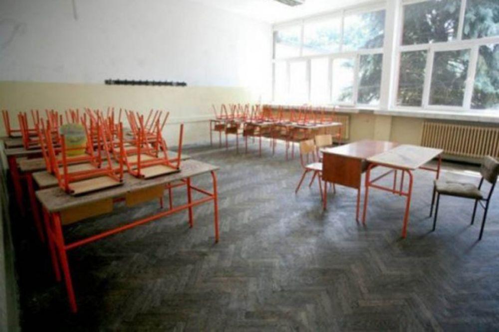 prazna učionica, prazna ucionica,Prokišnjavanje, škole, nastava, početak, Beogra