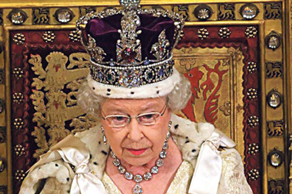ELIZABETA II SILAZI S TRONA: Britanci se masovno klade da će kraljica za Božić abdicirati!