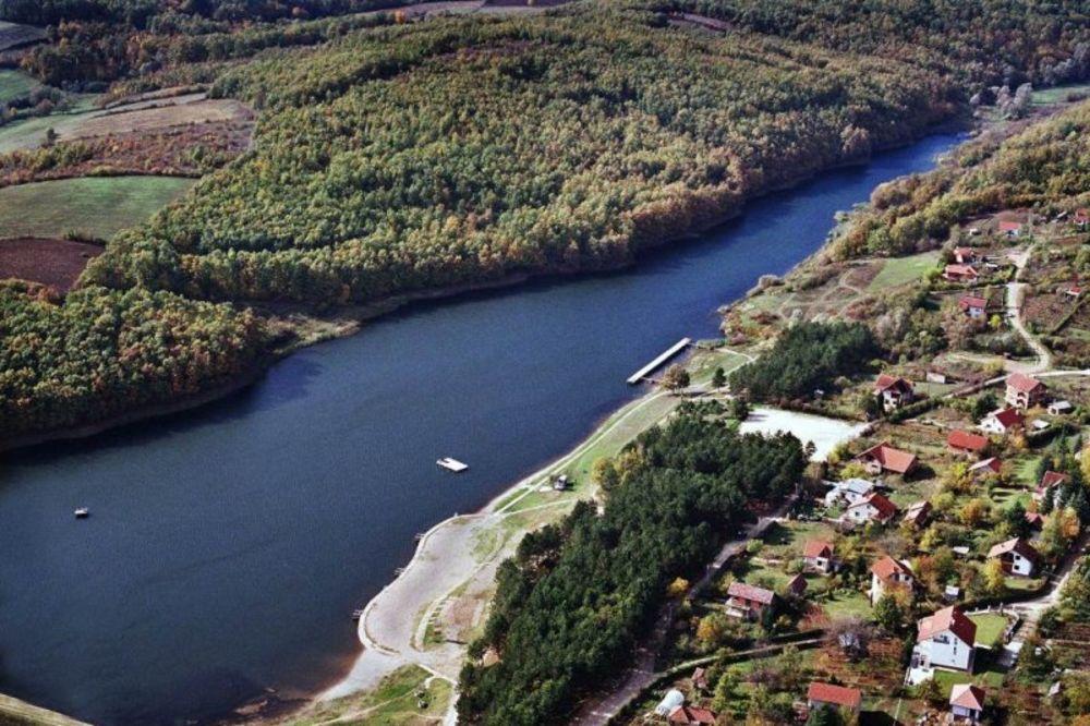 Srpski turizam - Jezera - Page 2 Zandarm-decak-davljenje-sumaricko-jezero-1328585176-37266
