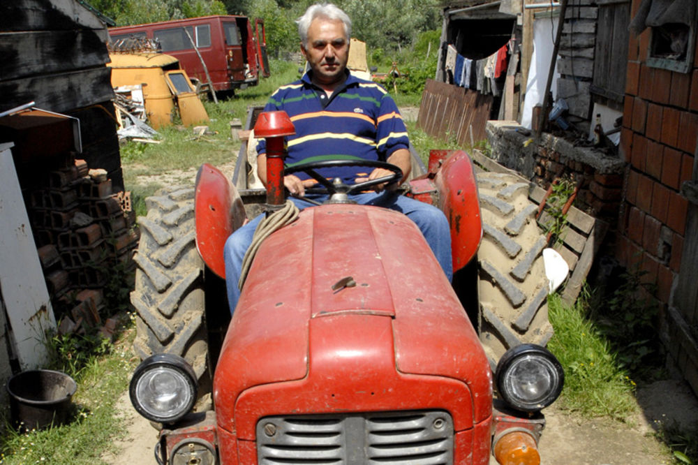 Traktoristi u ilegali