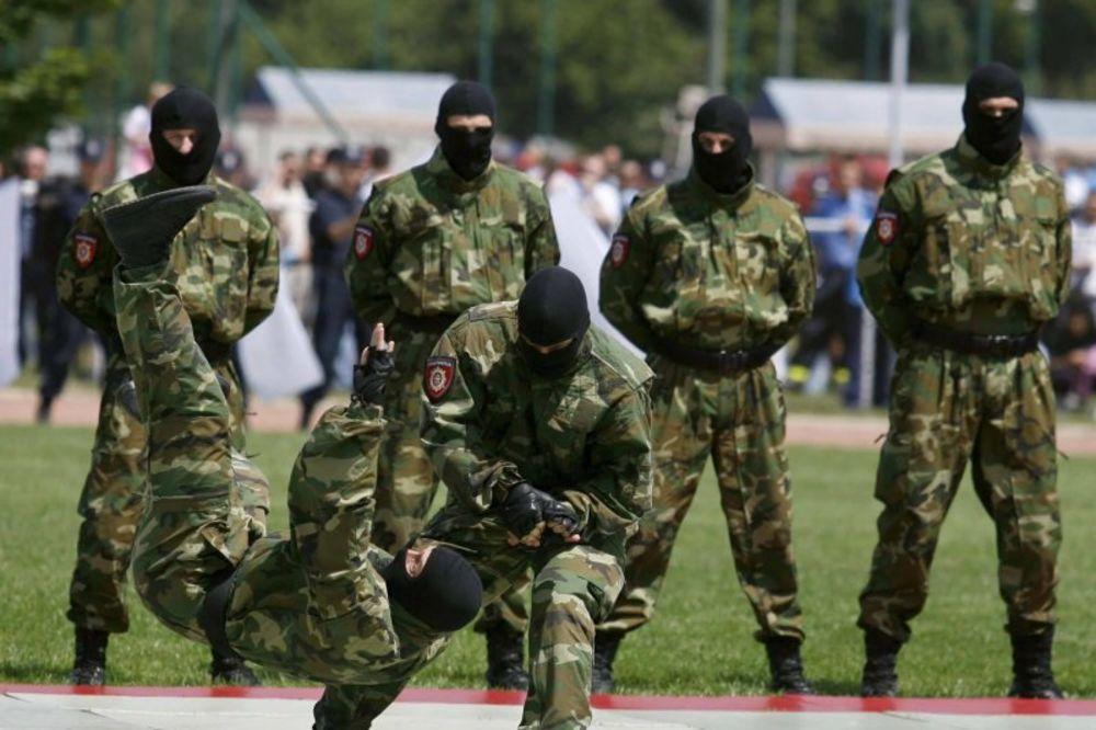 SRBIJA MOŽE MIRNO DA SPAVA: Ovo je moć naše Žandarmerije! (VIDEO)