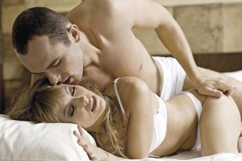 Četiri razloga zašto je jutarnji seks odličan