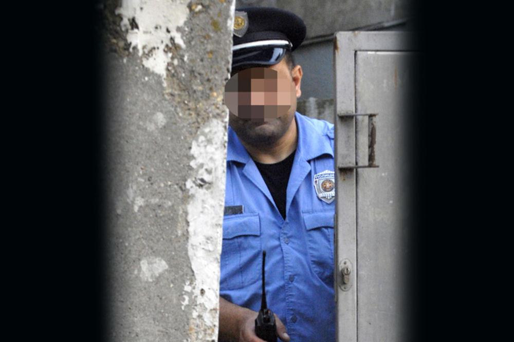 POLICAJAC PRETUKAO POLICAJKU: Pijan tukao bivšu ženu, patrola ga smirila!