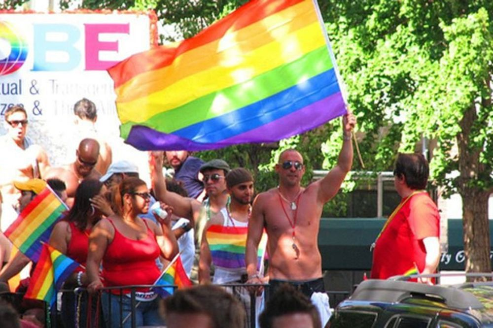 Parada ponosa 28. septembra od Vlade do Skupštine