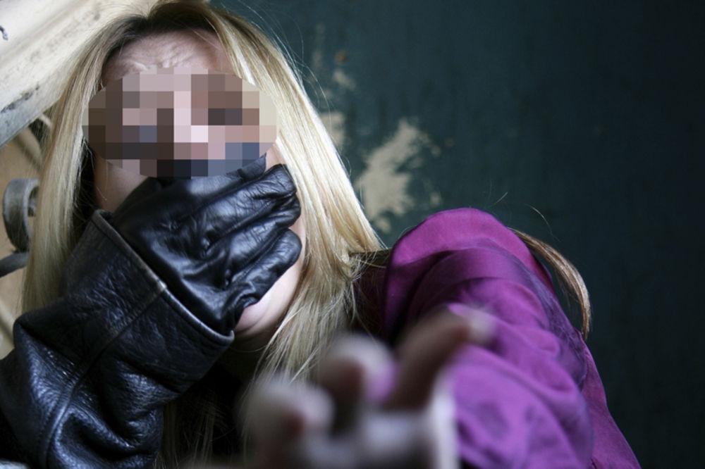 SRBIN (24) UHAPŠEN U AUSTRIJI: Napao devojku i zavukao joj ruku u gaće!