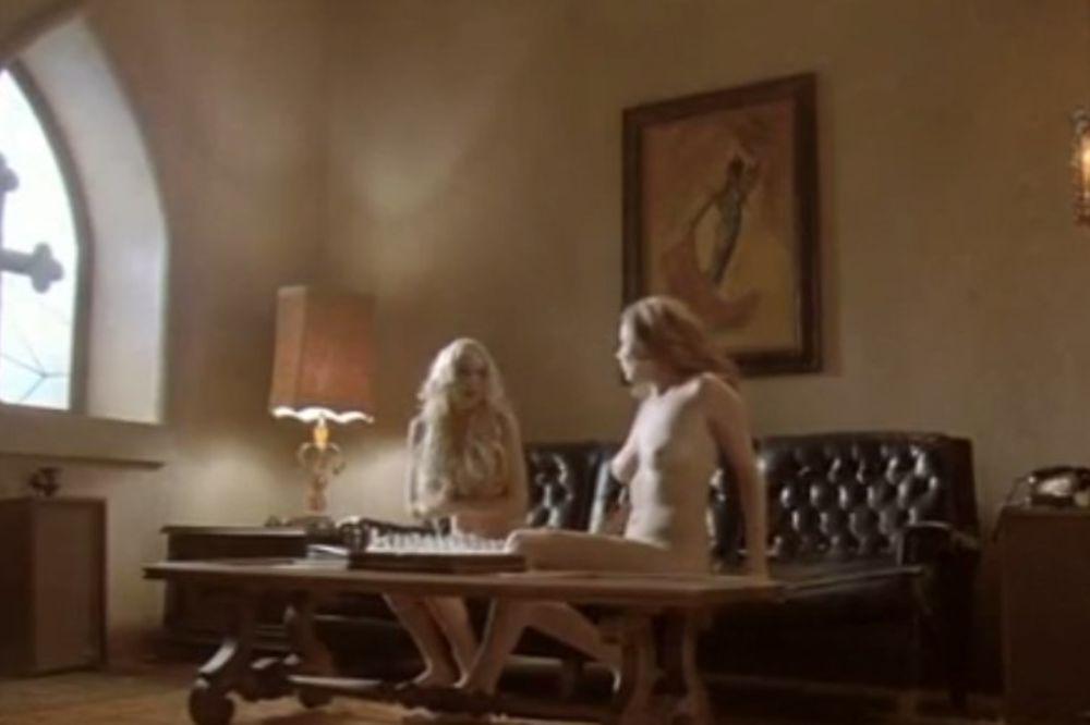 film, gole, Linzi LOhan, Džesika Alba