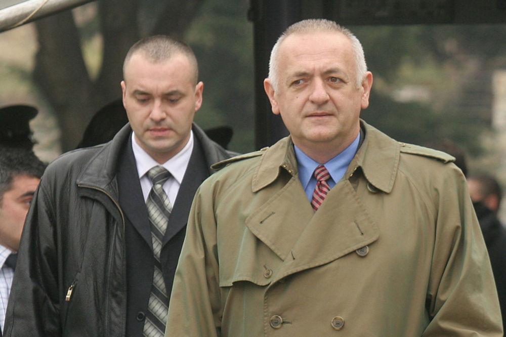 http://images3.kurir.rs/slika-900x608/ratko-mladic-bia-vladimir-vukcevic-rade-bulatovic-ambasada-sad-1328585176-52592.jpg
