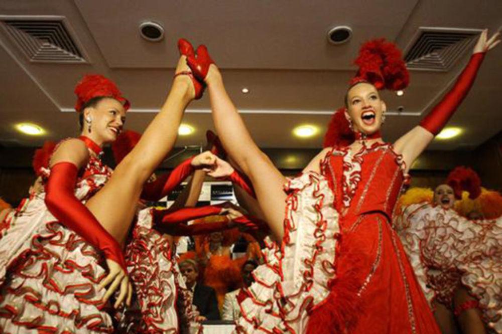 Moulin Rouge - Mulen Ruž Mulen-ruz-noge-dizanje-rekord-ginis-1328585176-57326