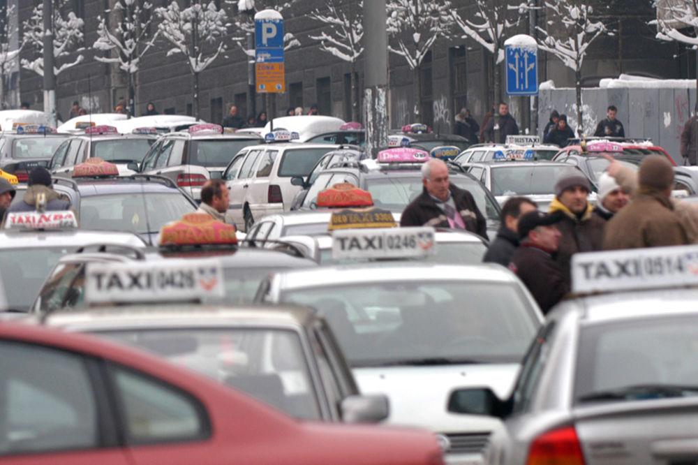 """BORBA ZA PRAVO NA RAD: Ustavni sud ih ignoriše, """"nelegalni"""" taksisti najavljuju proteste!"""