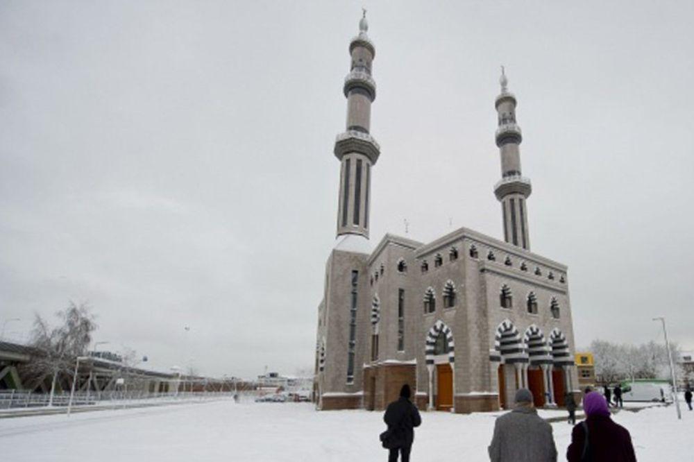 AKCIJA U ROTERDAMU: Holandska služba za imigraciju pretresla bošnjačku džamiju!