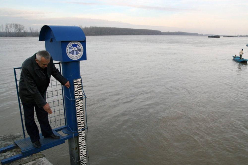 NOVI SAD: Na Dunavu uvedena redovna odbrana od poplava!