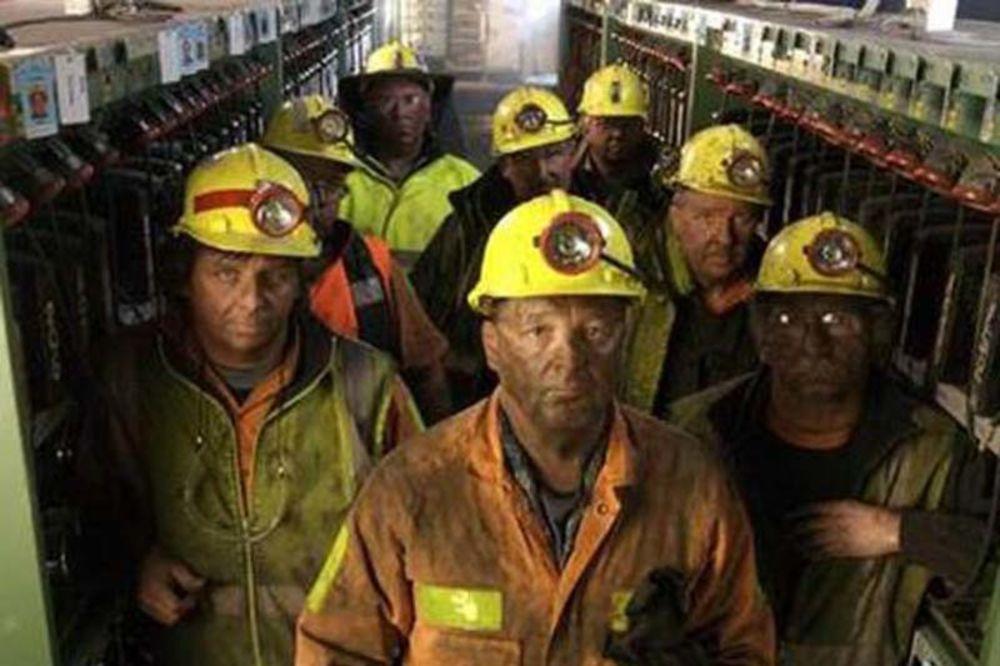 DECA ISPRED JAME ČEKAJU OCA: Potraga za zatrpanim rudarom nastavljena i preko noći
