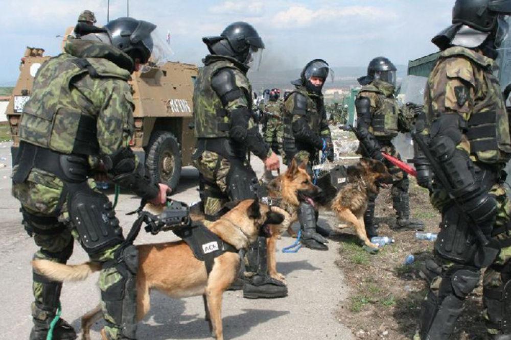 ZLIKOVCI: Austrijski vojnici ubijali na Kosovu pse i mačke!