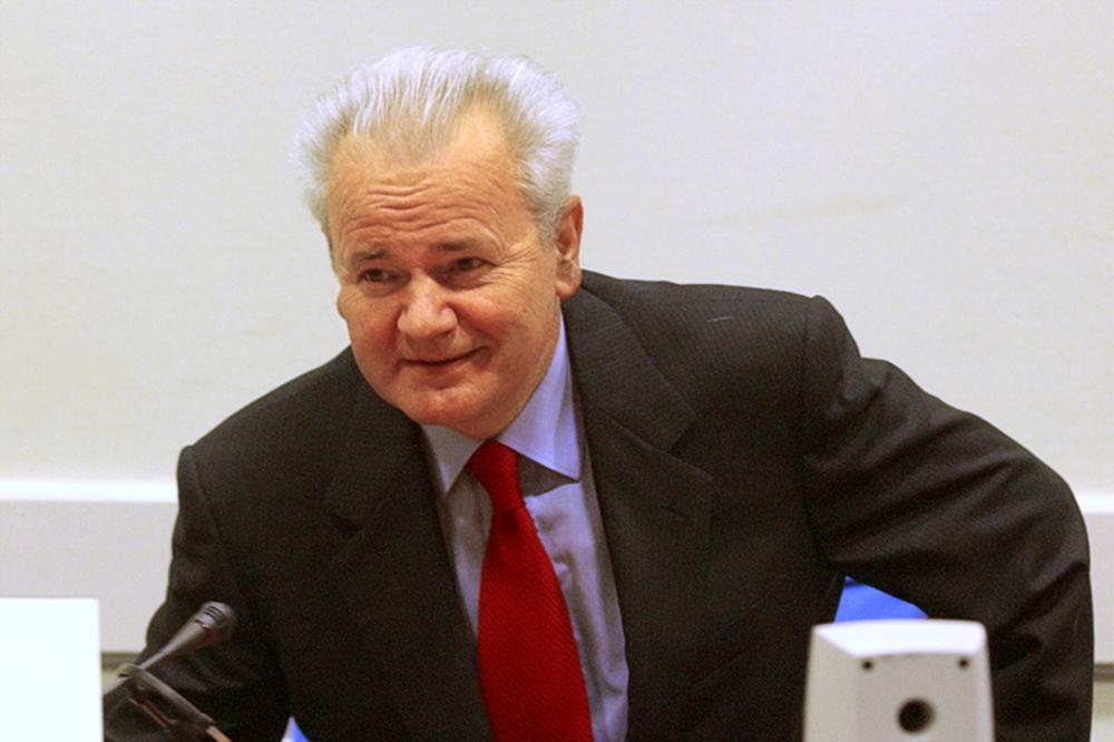 Milošević tokom haškog suđenja