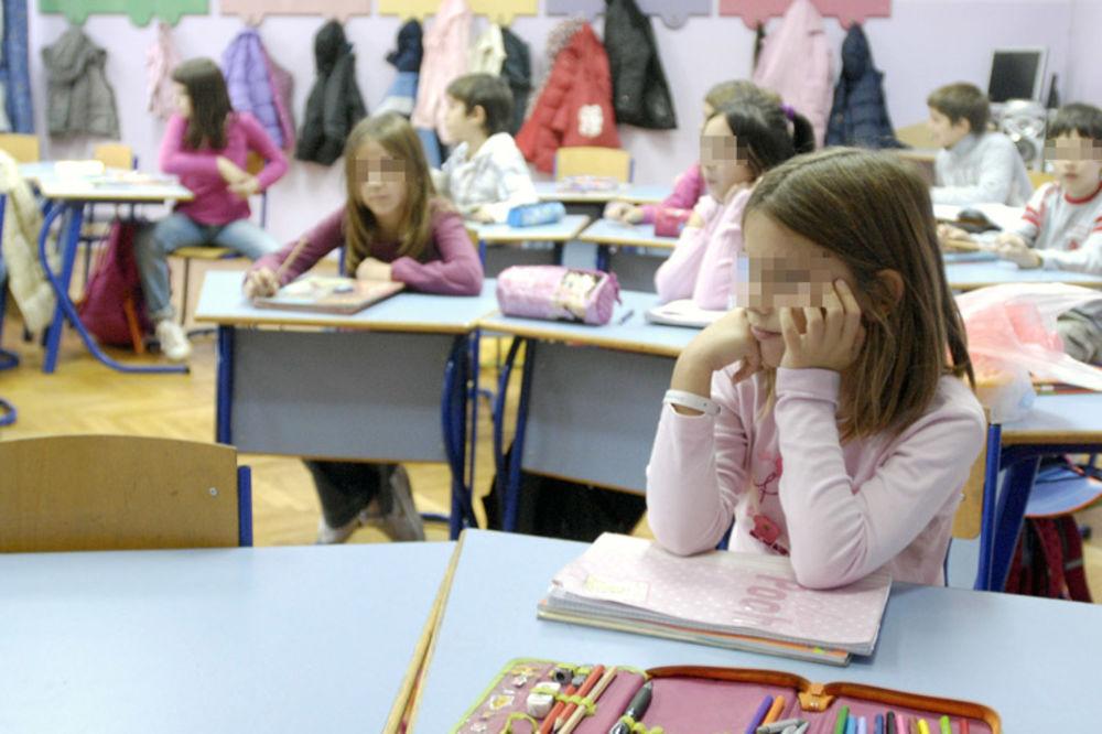 UČITELJICA PRIJAVILA: Udžbenik iz matematike odštampan sa rešenjima!