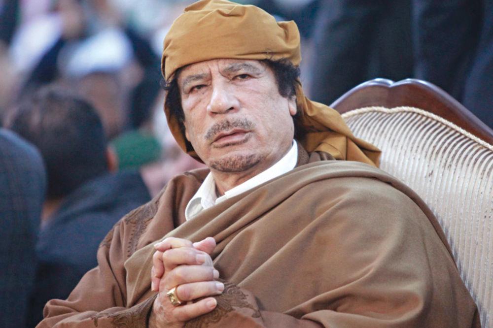 ČUDO: Gadafi je živ, eno ga u Grčkoj Gadafijev-rezim-se-ljulja-muamer-el-gadafi-protesti-u-libiji-1338819328-71308