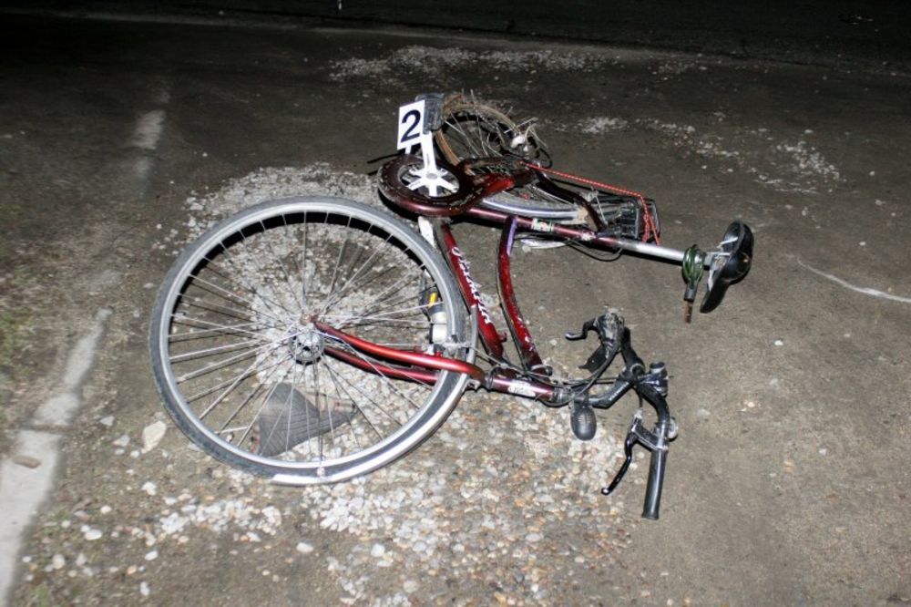 UDES: Bahati vozač naleteo na biciklistu (21)