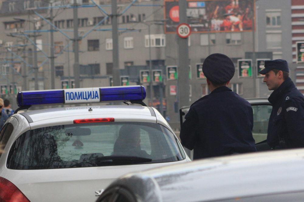 razbojništvo, krađa auta, auto mafija, policija, povređen policajac
