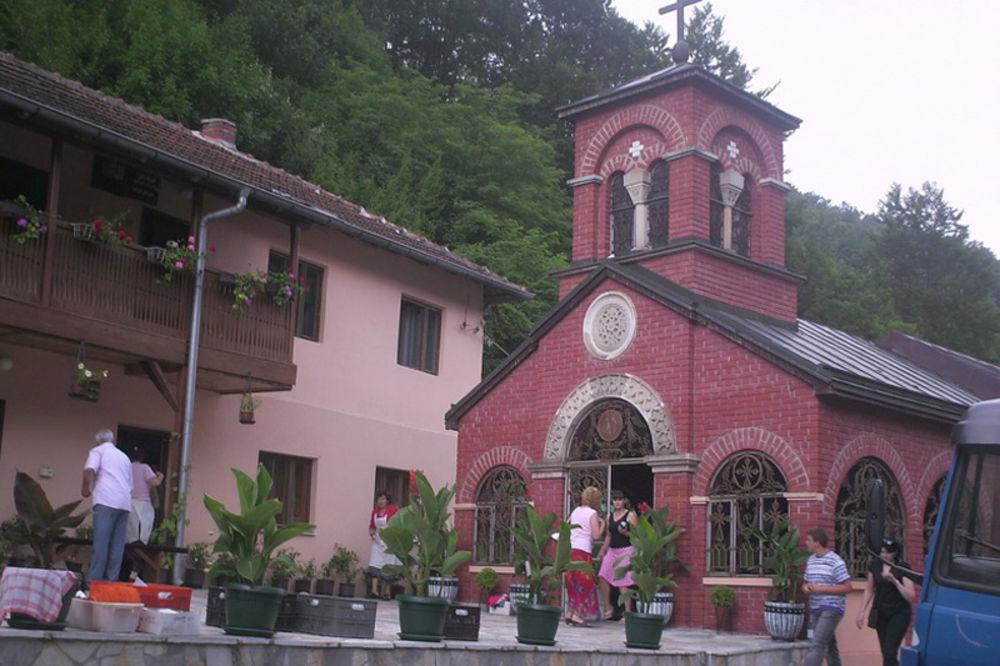 manastir Raletinac, leče molitvom i vodom, lekovita voda, izvor, lečenje