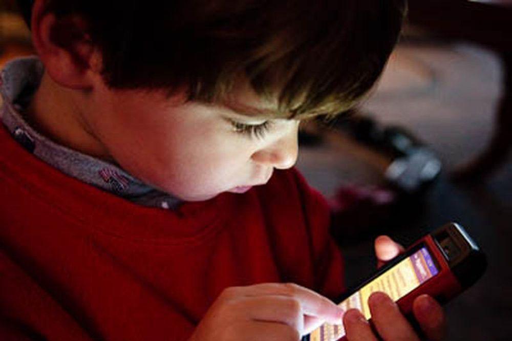 OJADIO MAMINU KARTICU: Dečak na kupovinu igrica preko Gugl pleja potrošio 574 umesto 2 evra!