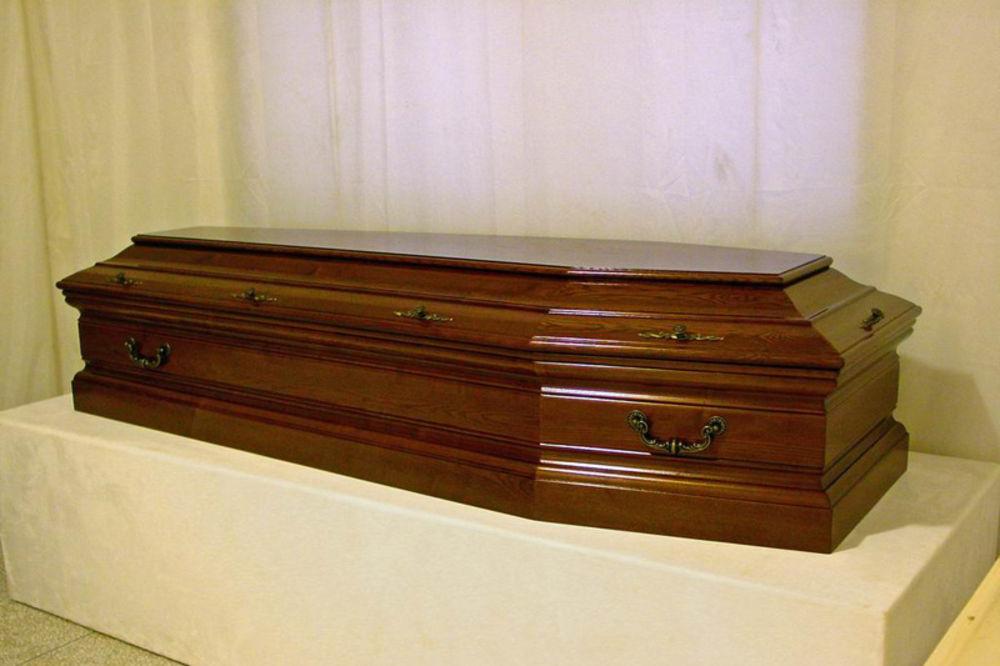 majka, dete, Očuh, mrtvački sanduk