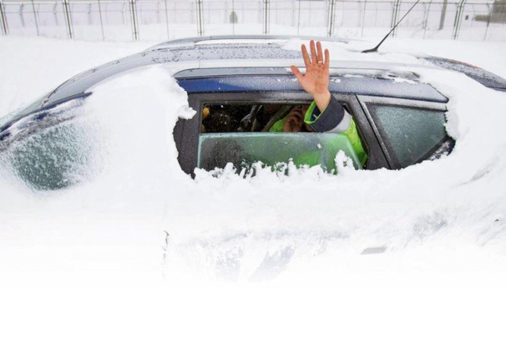 SITNICE KOJE VAM MOGU SPASTI ŽIVOT: Evo kako bi trebalo da vozite po snegu i ledu