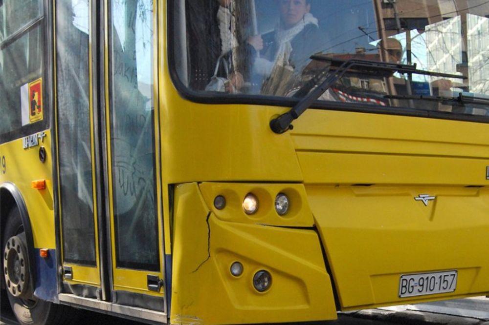 ŽELEZNIK: Huligani kamenovali autobuse 55 i 511, povređena putnica