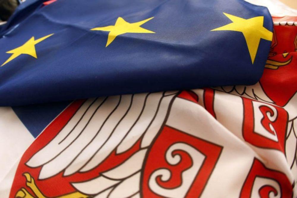 Britanski Ekonomist: Kako Francuska može Rusima da prodaje ratne brodove, a Srbija ne može ni maline