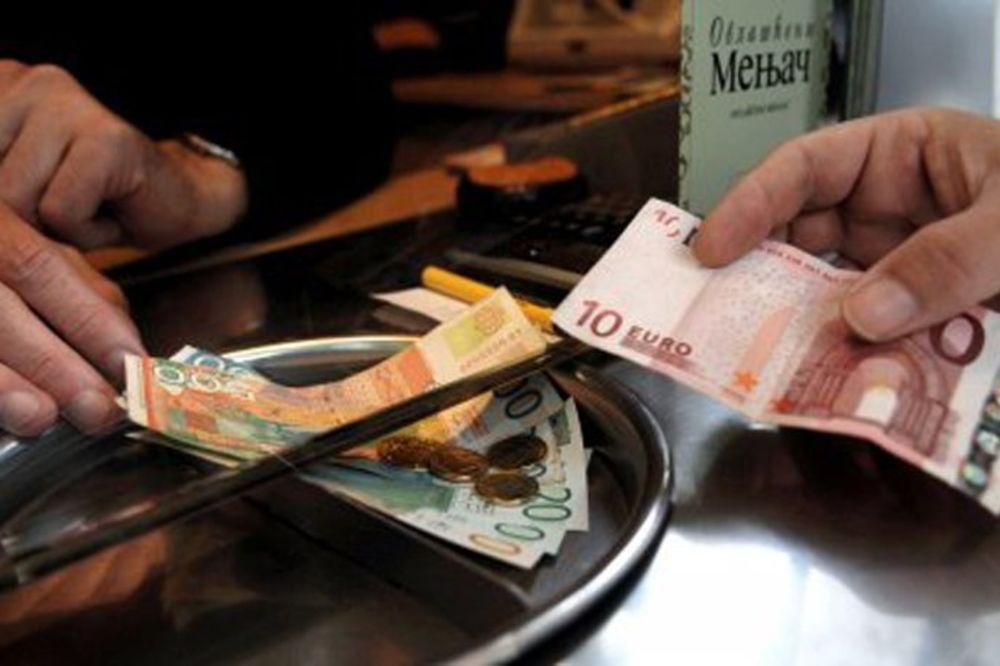 DINAR U PADU: Srednji kurs evra danas 120,87
