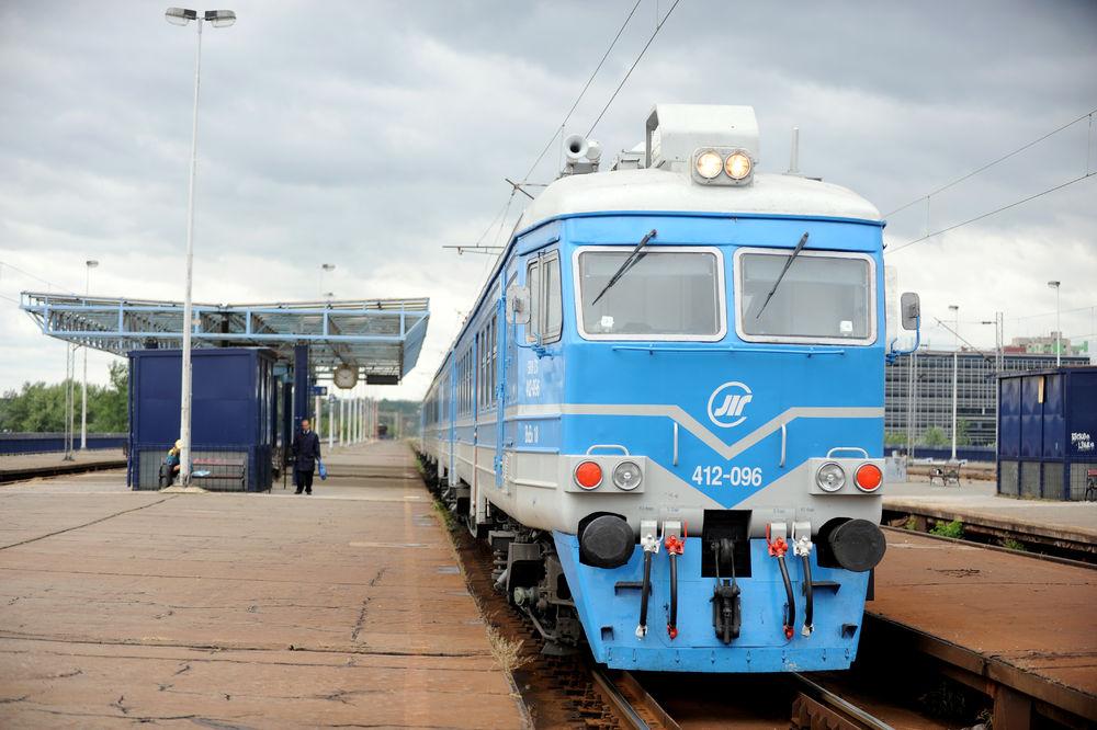 ODBLOKIRAN  ŽELEZNIČKI DEPO: BG voz saobraća normalno