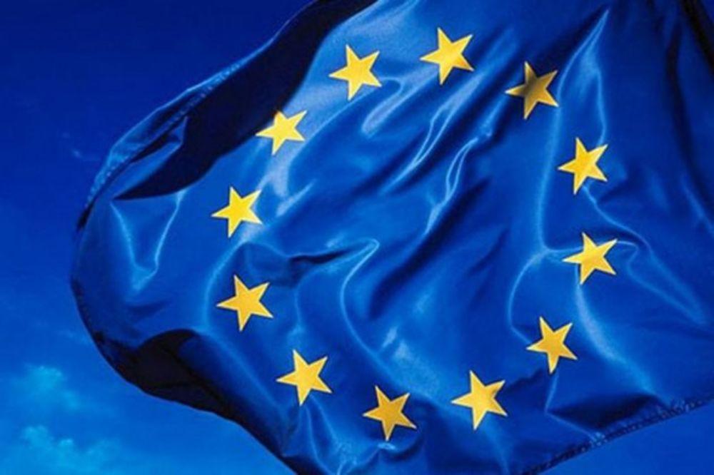 Cesi izvi�dali zastavu EU - Kurir