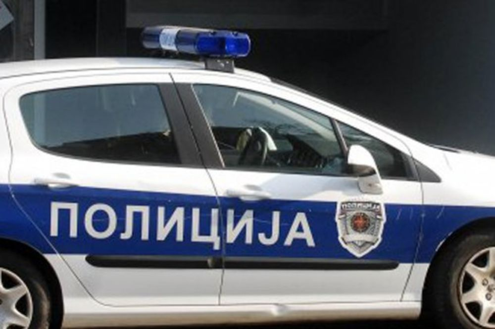 IZVUKLA GA POLICIJA: Pijan traktorom sleteo u šanac, naduvao 3,29 promila