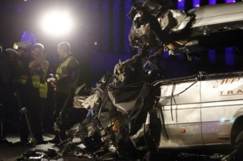 NALETEO NA TERETNI VOZ: Kamion iz Srbije prepolovljen u nesreći kod Knina!