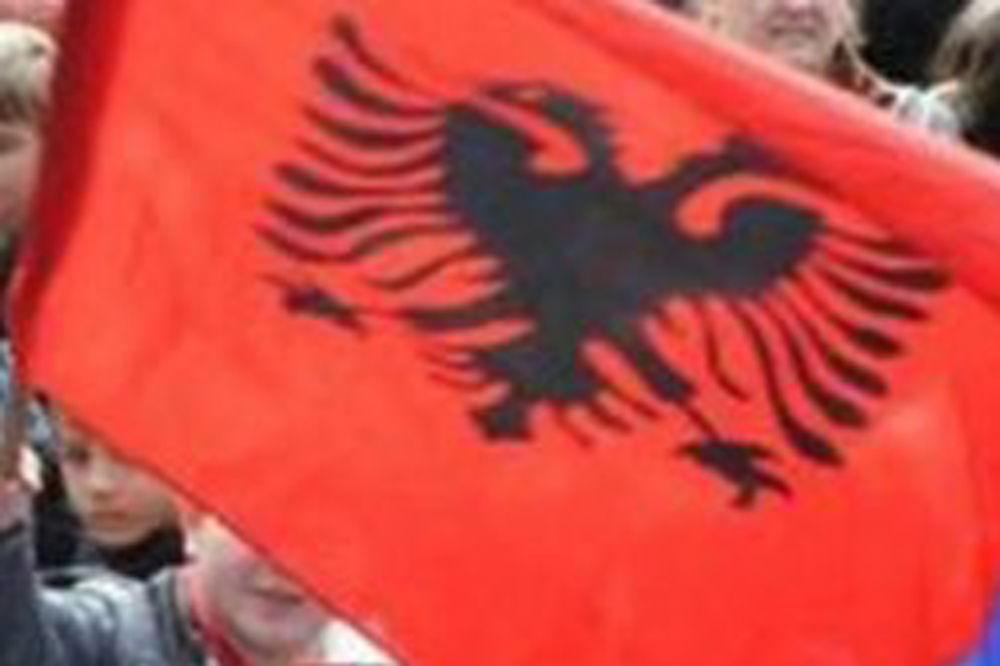 NE DAJU NA GOSPOJINU: Albanci blokirali prolaz Srbima do crkve u selu Mušutište