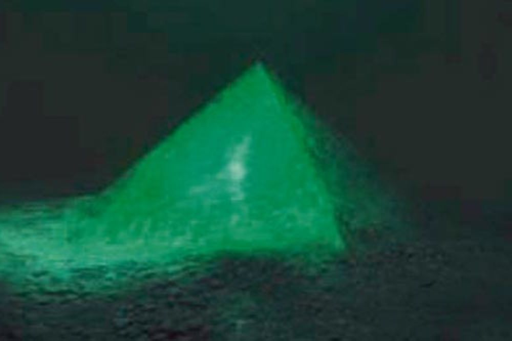 Staklena piramida
