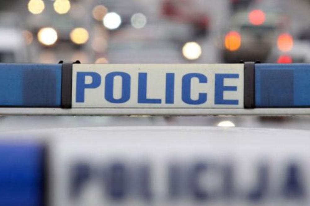 Suvozač poginuo u sletanju mercedesa kod Uba