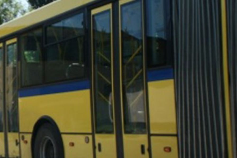 UKRALI CEO AUTOBUS: Drski lopovi ga digli ispred garaže na Karaburmi!
