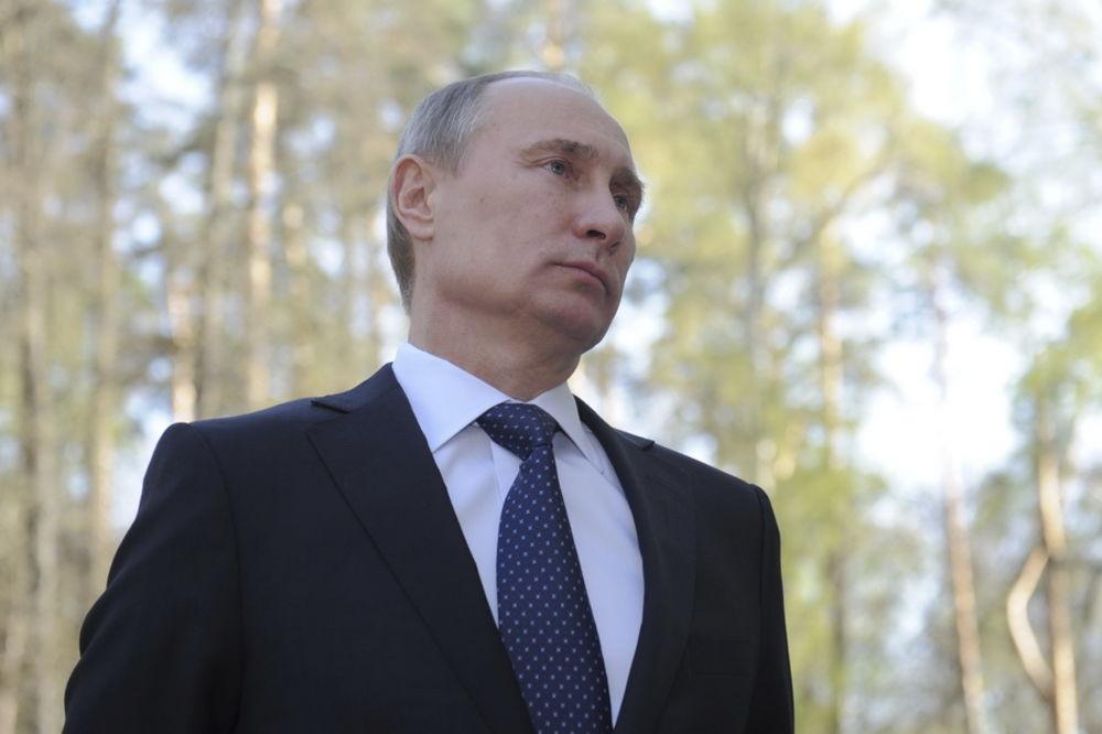 RUSIJA PRED EKONOMSKIM KRAHOM: Rublja naglo pada, Putin preti dilerima deviza!