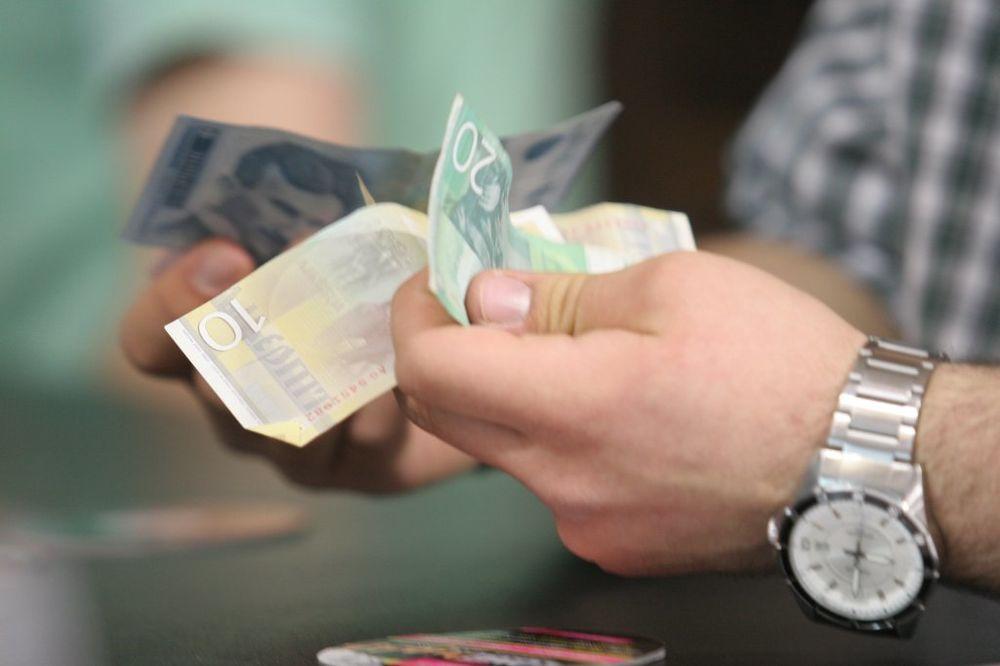 PROTURAO LAŽNE NOVČANICE: Beograđanin uhapšen u Kruševcu