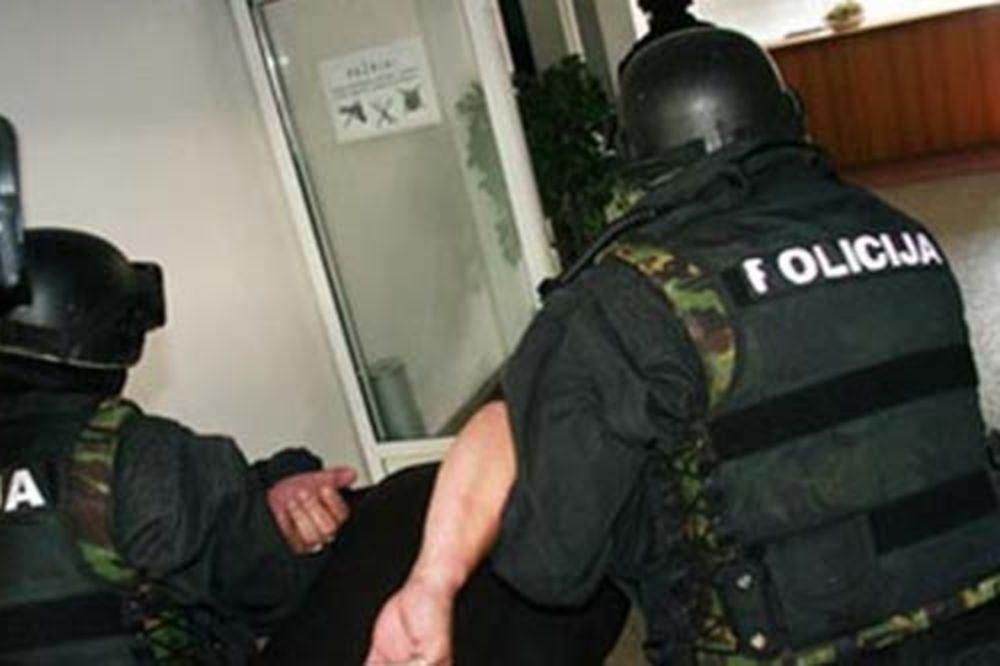 SPREČENO KRVOPROLIĆE: Držao ženu i decu kao taoce, spasla ih policija!