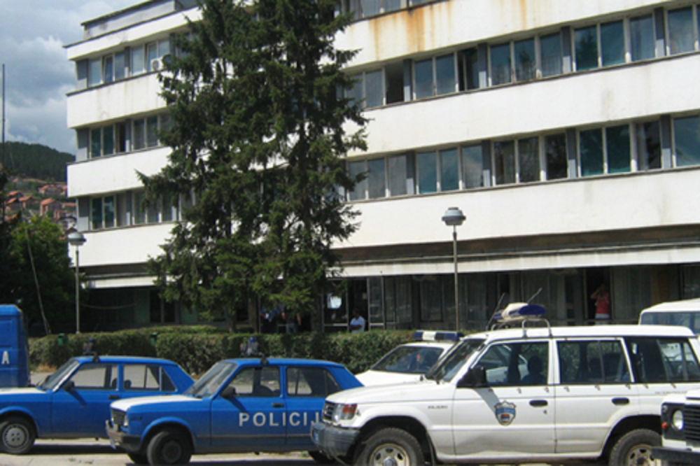 INCIDENT U NOVOM PAZARU: Beograđanin iz poluautomatske puške pucao ispred kuće policajca!