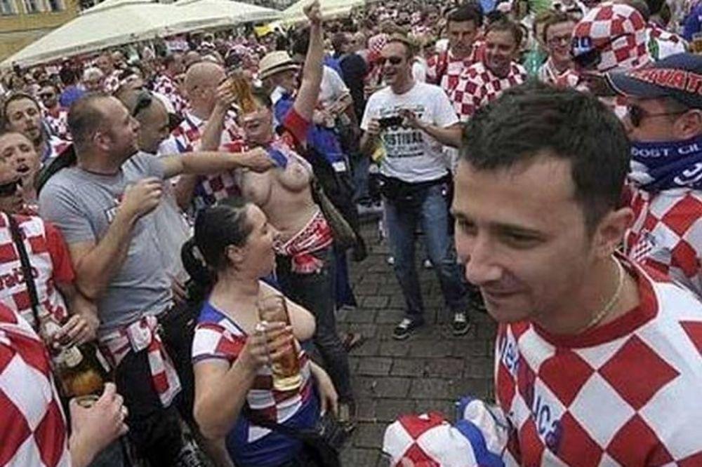 Голые болельщицы, сиськи из Хорватии