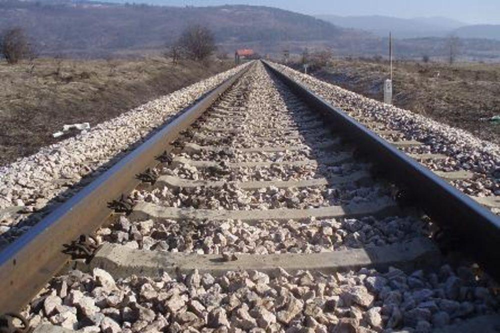 PROTEST RADNIKA NEGE KOLA: Blokirana železnička stanica, pruga Beograd- Novi Sad prohodna!