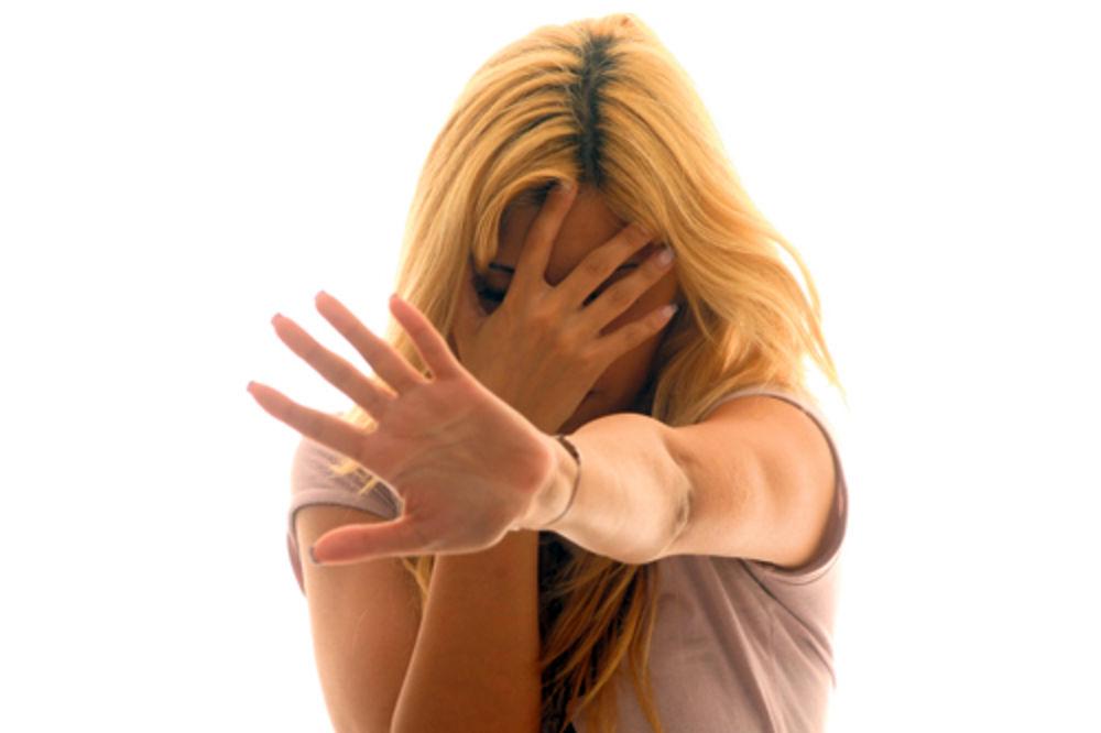 Policajac silovao pa joj dao broj telefona
